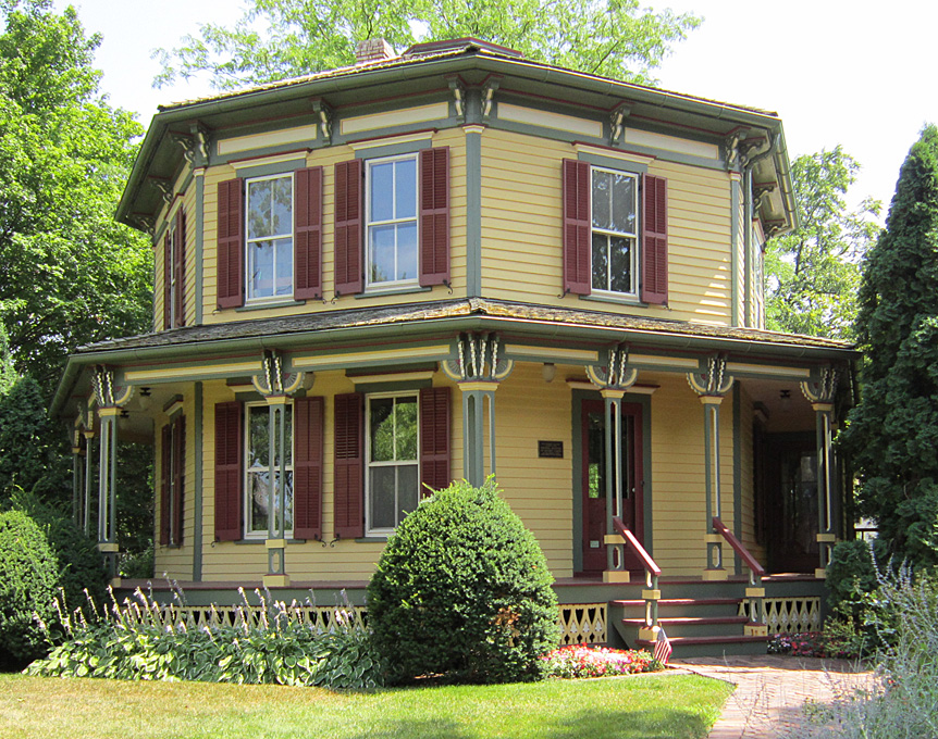 Victorian Octagon in Barrington, Il